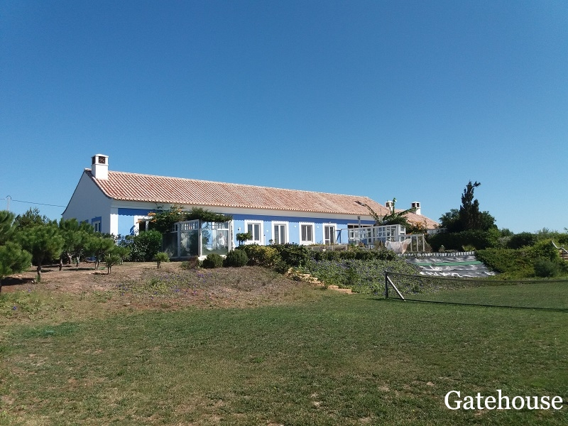 Algarve Farmhouse With Big Plot À Vila do Bispo